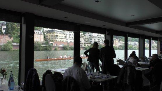Ruderer auf dem Neckar.