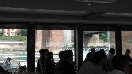 Wehr der Neckarstaustufe Heidelberg, vom Schiff aus gesehen.
